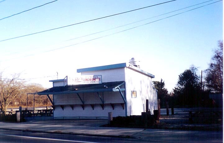 Photo: Flo's Famous Luncheonette, Blue Point